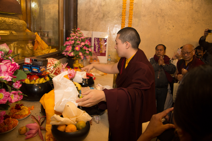 This year's Kagyu Monlam started on December 14 at 7am, with His Holiness Gyalwa Karmapa lighting a lamp and offering a kata to the Buddha statue at the Maha Bodhi Temple. Photo/Norbu Zangpo