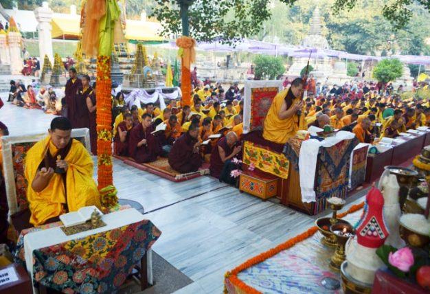 Once again this year, many Rinpoches and lamas have assembled at the sacred place of Bodhgaya to join His Holiness Karmapa Thaye Dorje in the aspiration prayers for the benefit of all beings and for world peace. His Eminence Jamgon Kongtrul Rinpoche holds a supreme position among them