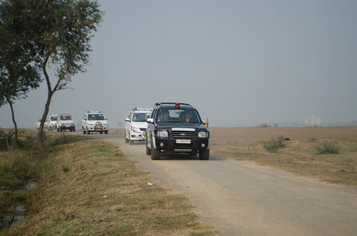 His Holiness' convoy on the way to Bodhi Tree School, located in the middle of nowhere at half an hour's drive from Bodhgaya. Photo/Magda Jungowska