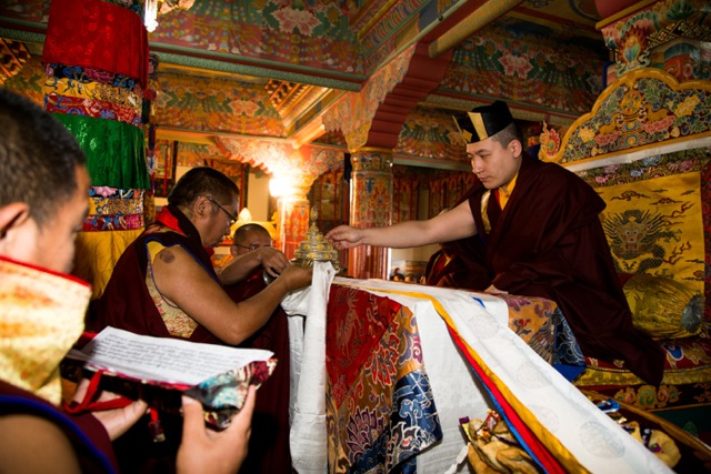 Venerable Nendo Rinpoche, the vajra master of Rumtek monastery, presents a mandala offering to His Holiness Karmapa on the morning of Losar