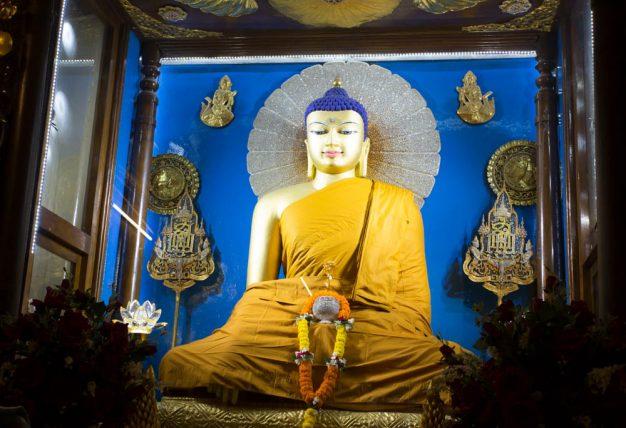 Karmapa invites students to Kagyu Monlam audio stream