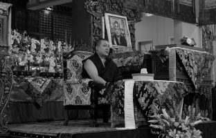 Thaye Dorje, His Holiness the 17th Gyalwa Karmapa, with a photo of his late teacher His Holiness Kunzig Shamar Rinpoche, during the Karmapa Public Course at KIBI. Photo / Norbu Zangpo