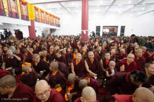 More than 3000 local people, as well as Jigme Rinpoche and a group of Guru Yoga retreatants, come together at the Sharminub Institute to receive the Empowerment of Buddha Amitayus (a long-life empowerment) from Karmapa