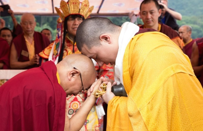 Sangsang Rinpoche greets Thaye Dorje, His Holiness the 17th Gyalwa Karmapa. Photo/Lekshey Jorden