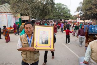 A devotee holds a photo of His Holiness the 14th Shamar Rinpoche, the late teacher of Thaye Dorje, His Holiness the 17th Gyalwa Karmapa, at the Kagyu Monlam in Bodh Gaya, December 2017