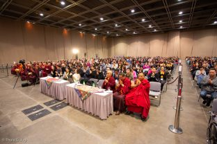 Over a thousand people attend dharma teachings by Thaye Dorje, His Holiness the 17th Gyalwa Karmapa
