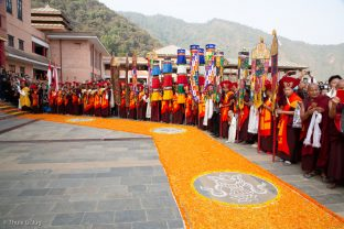 Rinpoches, monks, lamas and students await Thaye Dorje, His Holiness the 17th Gyalwa Karmapa