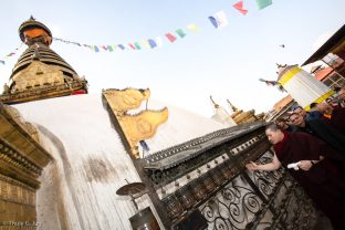 Swayambhu was severely damaged in the 2015 earthquakes, and is now in the process of reconstruction. Mr Roshan and others showed Karmapa the building site and shared the progress of the work.