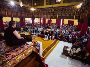 400 students gather at the Karmapa International Buddhist Institute (KIBI) in Delhi for the Karmapa Public Course 2019