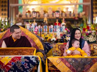 Thaye Dorje, His Holiness the 17th Gyalwa Karmapa, looks affectionately at Thugsey during the final day of the Karmapa Public Course. Baby Thugsey sits calmly on Sangyumla's lap.