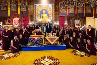 Thaye Dorje, His Holiness the 17th Gyalwa Karmapa, Sangyumla and Thugsey, Professor Sempa Dorje, Trinlay Rinpoche, together with Rinpoches and monks from KIBI