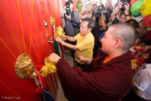 Thaye Dorje, His Holiness the 17th Gyalwa Karmapa, performs the opening ceremony for the new Kuching Karma Kagyu Dharma Society Buddhist Centre with YB Senator Datuk Dr Sim Kui-Hian (Member of Senate, Parliament of Malaysia)