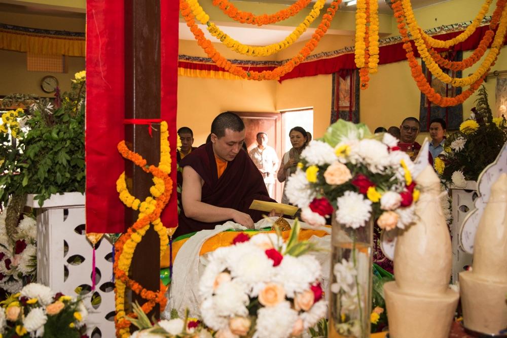 Karmapa pays respects to late HH Jigdal Dagchen Sakya