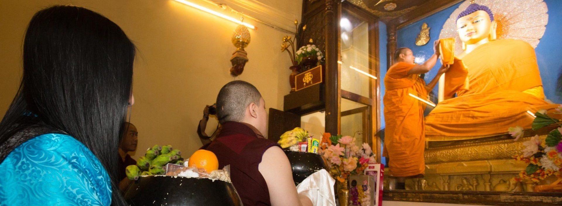 Thaye Dorje, His Holiness the 17th Gyalwa Karmapa, and his wife Sangyumla Rinchen Yangzom making offerings at Bodh Gaya in 2017