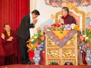 Thaye Dorje, His Holiness the 17th Gyalwa Karmapa, thanking the Governer of Hualien, Mr. Fu Kun-Chi. Photo / Thule Jug