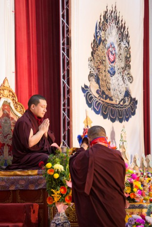 His Holiness Karmapa Thaye Dorje gives the empowerment of Mahakala. Photo / Thule Jug