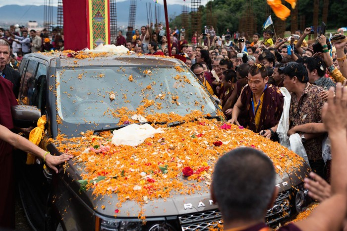 Flowers were thrown over the car carrying Thaye Dorje, His Holiness the 17th Gyalwa Karmapa. Photo/Tokpa Korlo