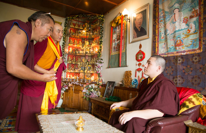 Lamas visiting Thaye Dorje, His Holiness the 17th Gyalwa Karmapa. Photo/Thule G. Jug