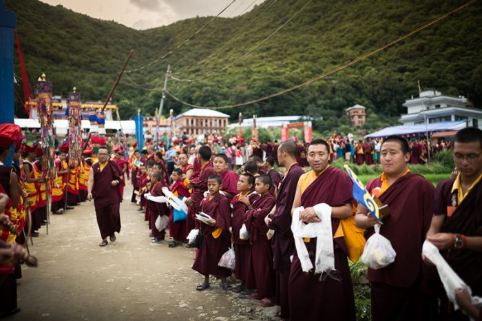 Monks waiting for Thaye Dorje, His Holiness the 17th Gyalwa Karmapa, at Shar Minub monastery